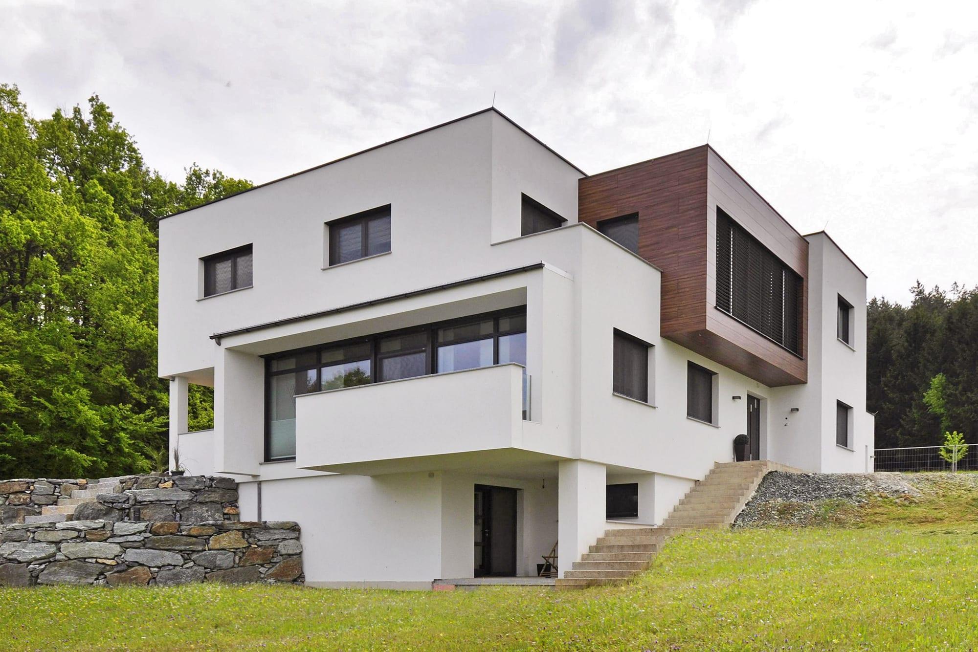 graue fassade weie fenster great hausfassade modern. Black Bedroom Furniture Sets. Home Design Ideas