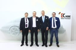 BATIMAT MOSCOW 2015 – Group photo with customers and Dr Mrosik