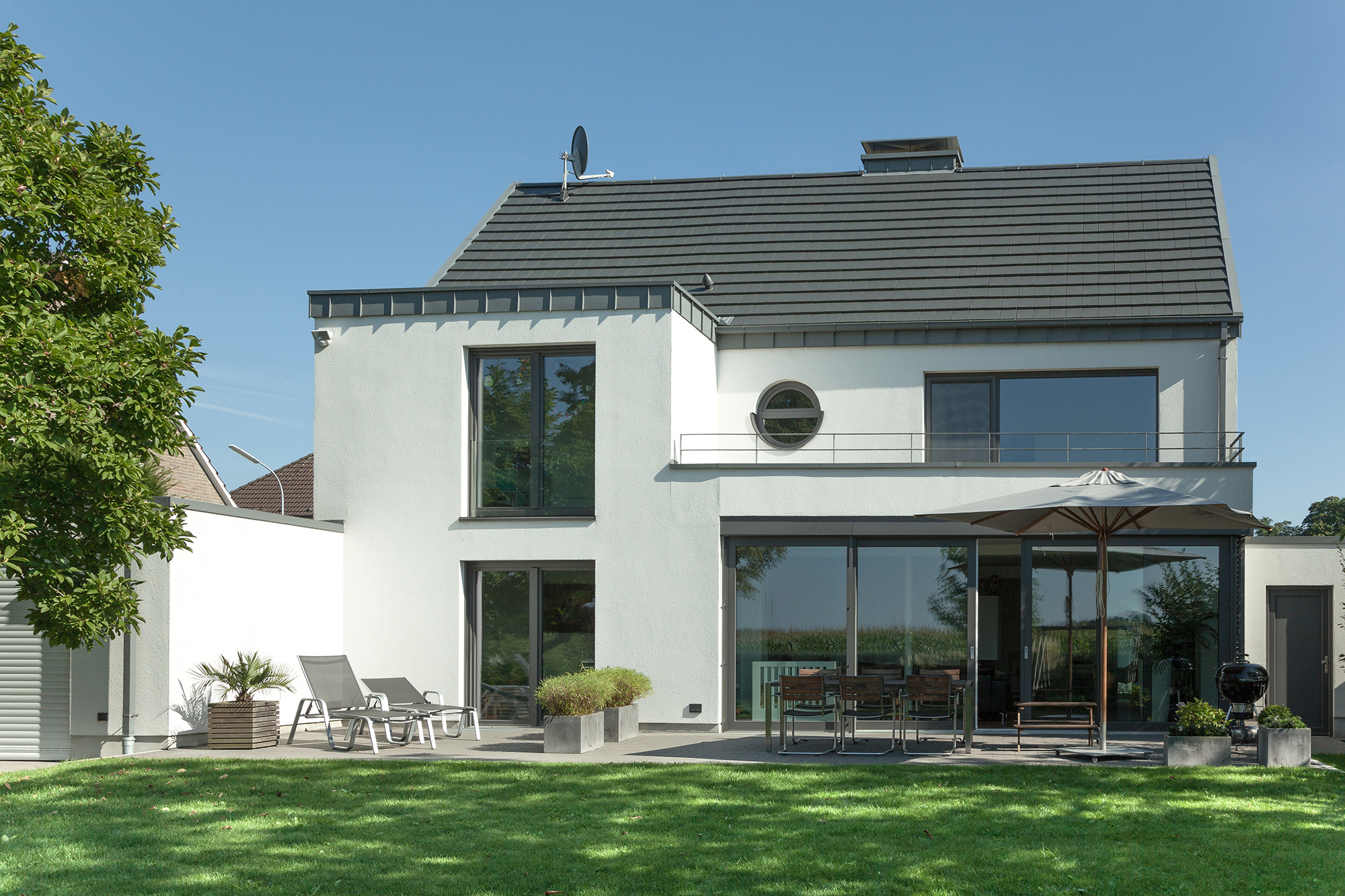 Colour design with PVCU windows TROCAL